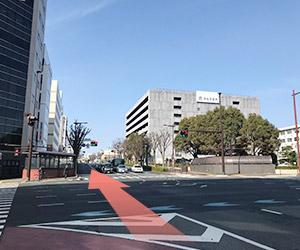 市役所南側の道路を西方に向かい、姫街道に入ります。